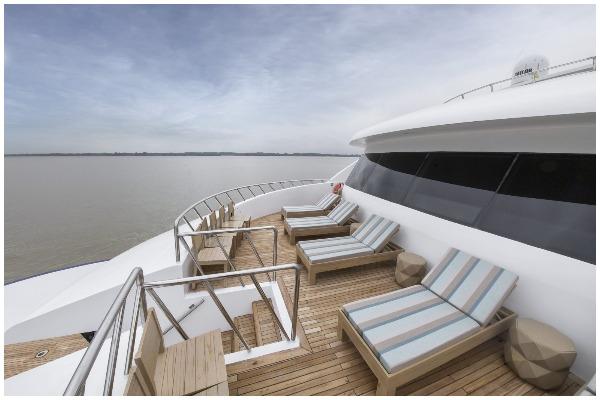 endemic galapagos yacht
